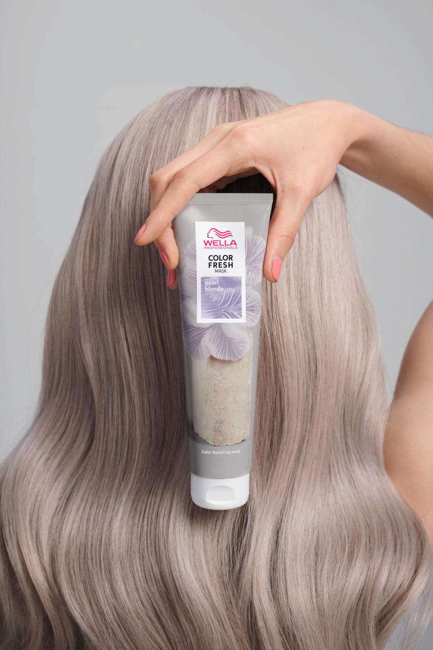 Color Fresh Mask Pack In Hand Pearl Blonde_LowRes